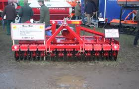 file tulip dual disc in front of roterra power harrow 4667 jpg