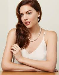 lady with pearl necklace images Pearl necklaces the expert how to guide on selection jpg