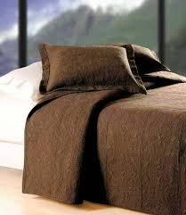 What Is The Difference Between Comforter And Quilt Best 25 Coverlet Bedding Ideas On Pinterest Bedding Master