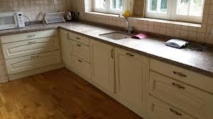cuisine et parquet peut on poser du parquet dans une cuisine mb parquet lyon