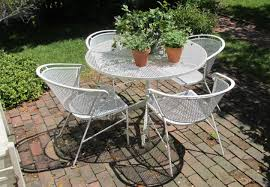 painting metal patio furniture with six chairs and round table