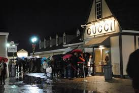 woodbury commons report chaos at burberry racked ny