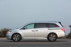 compare toyota to honda odyssey 2016 honda odyssey vs 2016 toyota the car connection