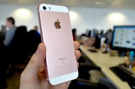 iphone se review pint size perfection or short of the mark