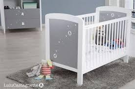 chambre bébé simple ordinary chambre bebe pin massif 8 ourson lit bebe a barreaux