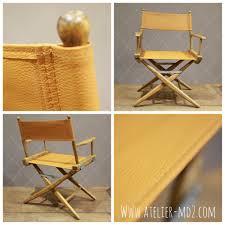 chaise metteur en création de l habillage en cuir grainé d un ancien fauteuil metteur