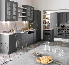 cuisines grises cuisine en bois un matériau plusieurs styles cuisine en bois