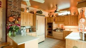 country style kitchen ideas country style kitchen cabinets italian thedailygraff