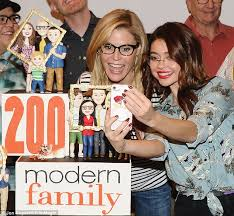 Blind Side Full Cast Sarah Hyland And Eric Stonestreet Share Awkward Kiss Daily Mail