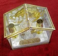arras para boda elegantes arras para boda casita de cristal moneda antigua