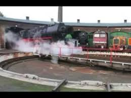 film kartun chuggington bahasa indonesia kereta api uap kuno sedang berputar di depo layaknya kereta thomas