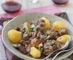 cuisiner le mouton ragoût de mouton aux pommes de terre et à l ail recette de ragoût