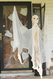 Halloween Decorations Ghosts Around Tree by 25 Spooky And Stylish Pieces Of Halloween Diy Outdoor Decor