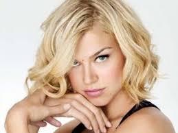 coupe de cheveux blond coupe cheveux visage carré femme par coiffurefemme