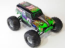 rc monster jam trucks traxxas 1 16 grave digger monster jam replica review rc truck stop