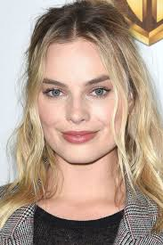 pictures of miss robbie many hairstyles 10 best middle part hairstyles chic ways to wear a center hair part