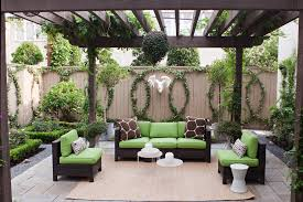 10 fantastic ideas for decorating your patio or garden fence
