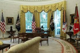 oval office curtains trump or obama who decorated the oval office better