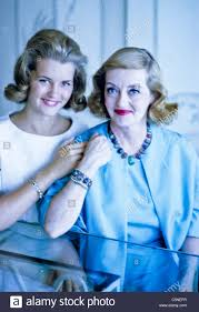 bette davis with daughter 1960 stock photo royalty free image