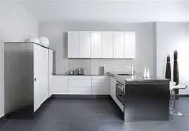 kompaktk che küche u form u form k che linee in nussbaum und hochglanz wei