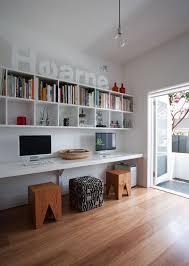 amenagement bureau conseil aménagement bureau avec tabouret étagères murales déco intérieur