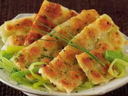 recettes de cuisine avec le vert du poireau ravioles grillées sur fondue de poireaux recettes femme actuelle