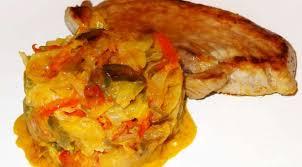 cuisiner porc côtes de porc de plein air à la fondue de poivrons caramélisés la