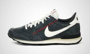 nike internationalist trainers in anthracite grey