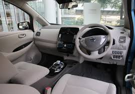 nissan leaf 2017 file 2017 nissan leaf interior jpg wikimedia commons
