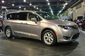all new high tech 2017 chrysler pacifica minivan aims to reinvent