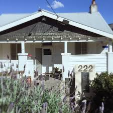 spacious queen room in quirky melbourne house bungalows for rent