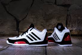 3 series basketball shoes