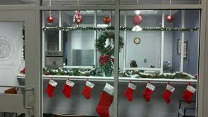 Christmas Decorations For Office Desk Christmas Decorations In Office Rainforest Islands Ferry