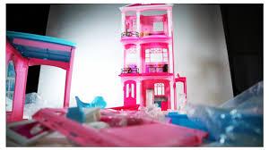 Barbie Hello Dreamhouse Walmart Com by Barbie U0027s Back And So Is Mattel Dec 22 2015