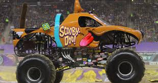 monster jam madusa truck brianna mahon drives scooby doo to the 2015 rookie of the year