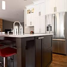 cuisine brun et blanc cuisines beauregard kitchen project 297 transitional style