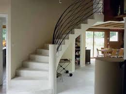 escalier entre cuisine et salon photo déco entrée maison escalier