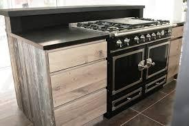 cuisine bois acier cuisine en chene a noeuds et bois de canada ambiance atelier