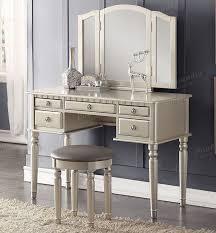 Antique White Makeup Vanity The 25 Best Vanity Makeup Table Set Ideas On Pinterest Mirrored