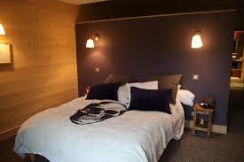 chambre parme et beige agencement chambre adulte decoration chambre mansardee garcon