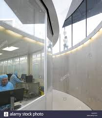 curved basement viewing corridor with fenestration to cleanroom