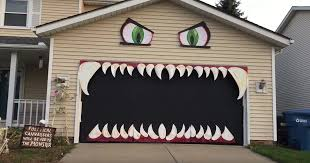 Decorating The House For Halloween Woman Turns Her Garage Into A