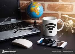souris bureau table des trucs bureau homme d affaires avec ordinateur portable