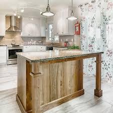 ilot de cuisine en bois cuisines beauregard cuisine réalisation 356 armoires et îlot de