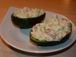cuisiner le surimi recette barquettes d avocats au surimi en salade cuisinez