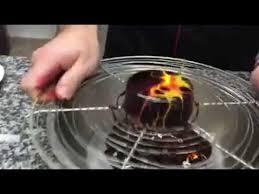 technique de decoration glacage chocolat mirroir avec deux autre