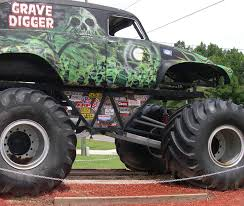 grave digger the legend monster truck grave digger monster truck wallpaper wallpapersafari