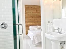 Marilyn Monroe Bathroom Stuff by Apartments