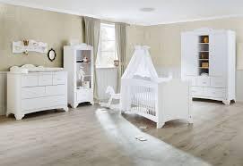chambre bébé pin massif awesome chambre bebe en bois massif photos design trends 2017