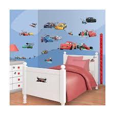chambre mcqueen disney cars 2 kit de décoration pour chambre 81 stickers muraux